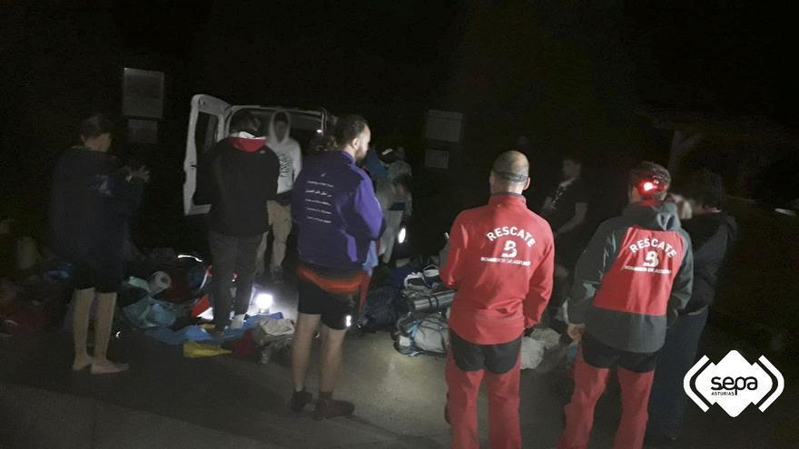 Rescatan a un grupo de scouts de Alicante tras desorientarse de noche cerca de los lagos de Covadonga
