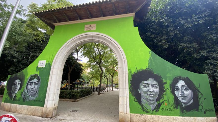 El Ayuntamiento de Palma eliminará el mural de la puerta del Parc de ses Veles y la restaurará