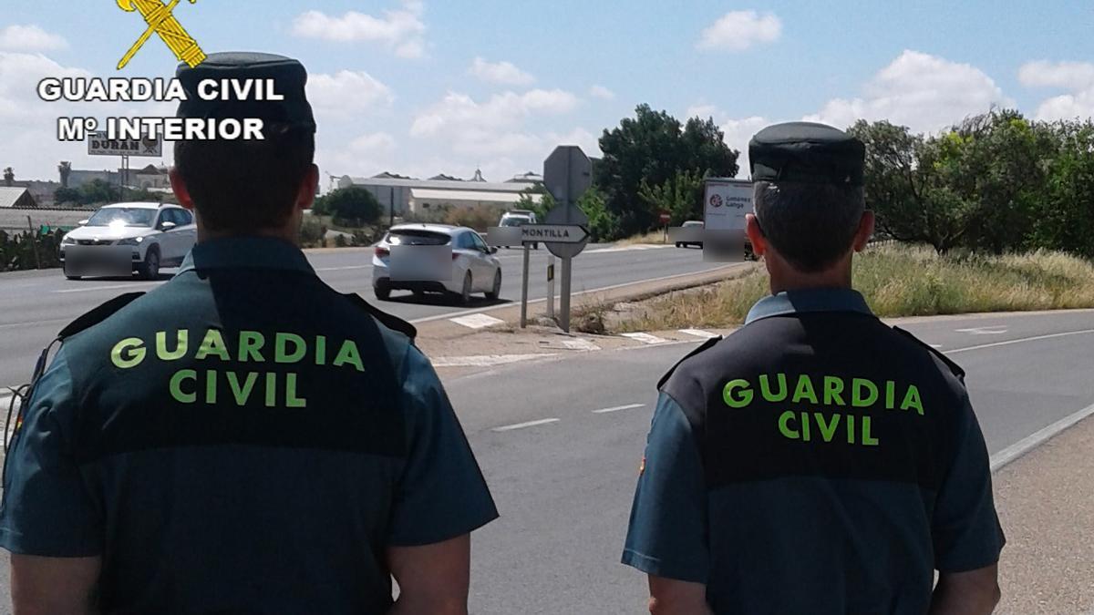 Agentes de la Guardia Civil, en Montilla.