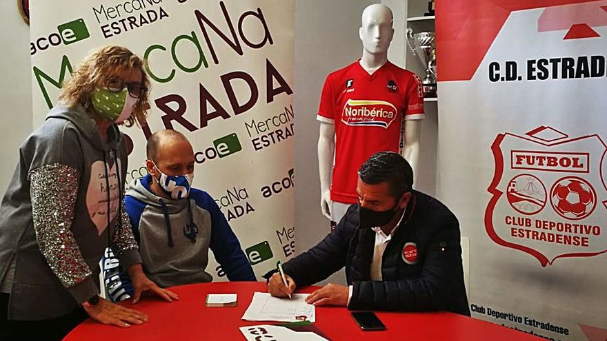 ACOE y el Estradense firman un convenio que facilita el acceso al estadio hasta junio