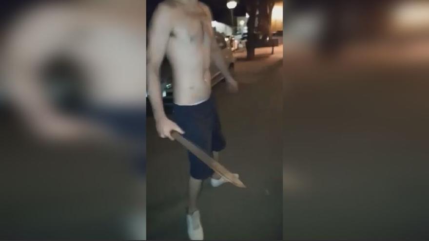 La Policía Local de Xàtiva detiene a un varón con un machete de 30 centímetros