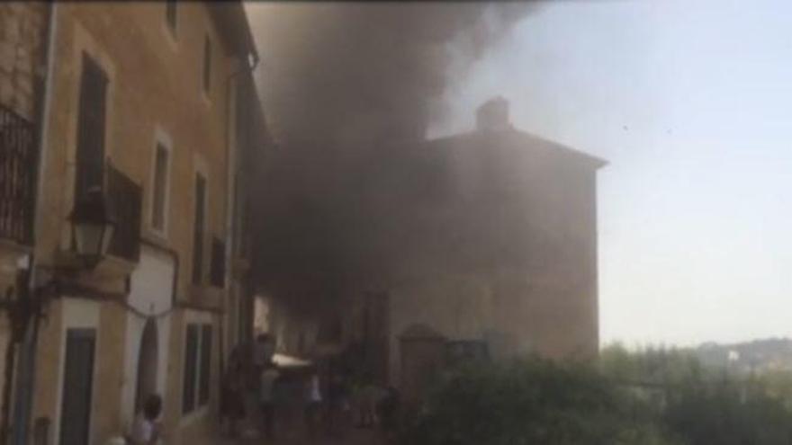 Frau steckt mutmaßlich eigenes Haus in Brand