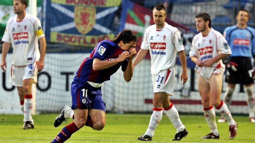 Con la medida tomada: Íñigo Vélez, especialista en marcar al Sporting