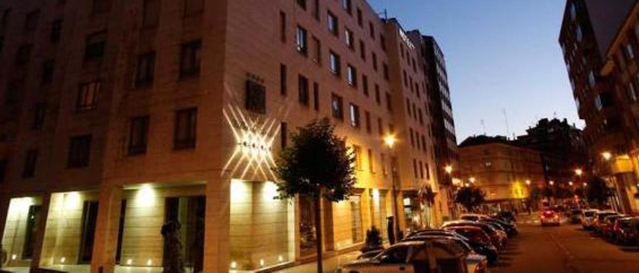 """La fachada principal del hotel Silken """"Villa de Avilés"""", que pertenece al Grupo Melca."""