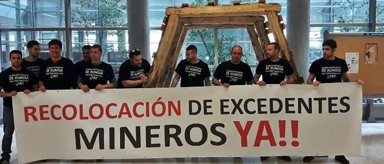 Protesta de los trabajadores de subcontratas que tuvo lugar en el campus de Mieres, en una imagen de archivo.