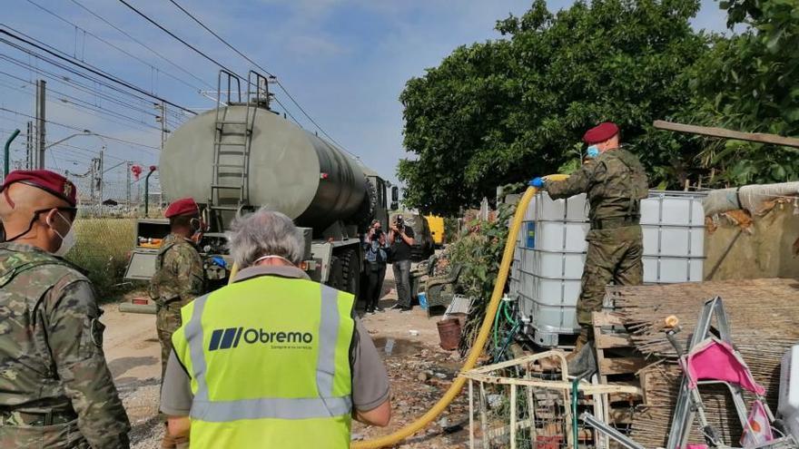 El ejercito abastece agua a granel en València