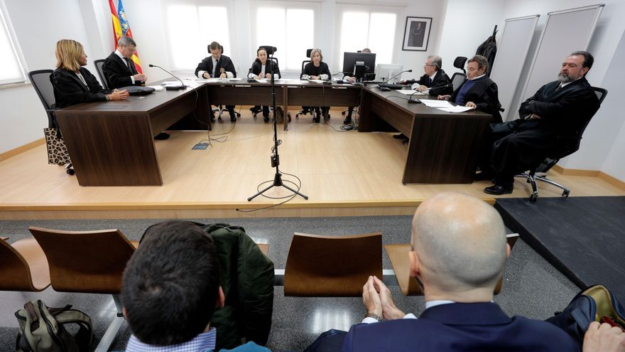Sala pide al Supremo que corrija los errores que dejaron impune el crimen de su madre