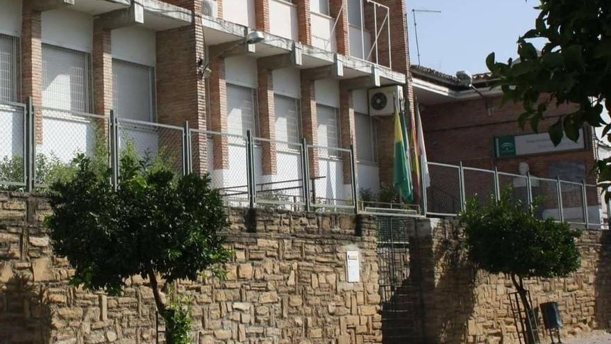 Los padres del colegio de Cañete piden un maestro de apoyo para desdoblar el máximo de asignaturas