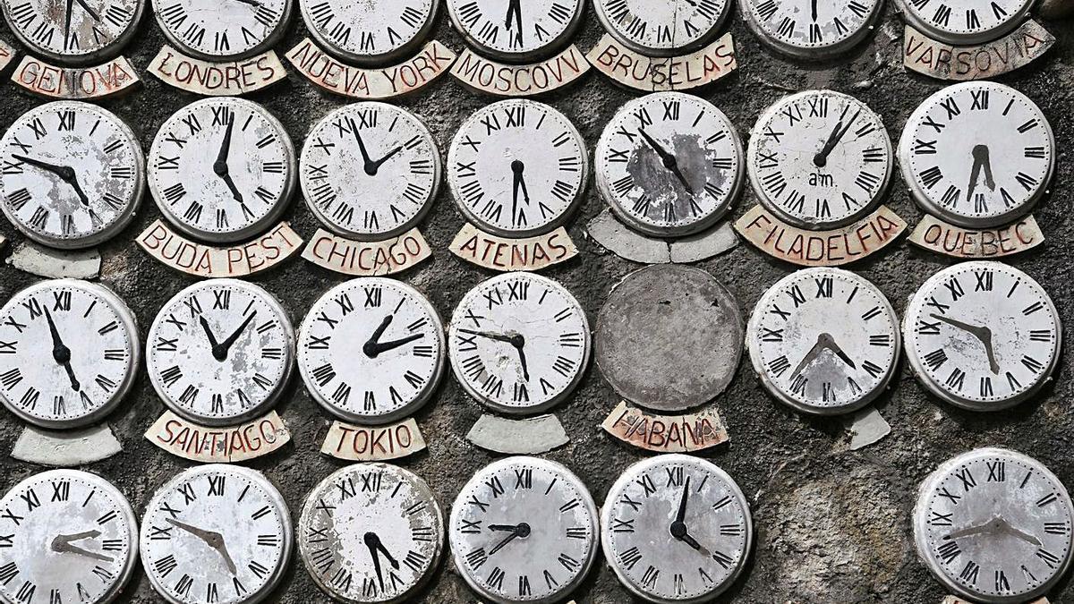 Mural de las horas de O Pasatempo. |   // CARLOS PARDELLAS