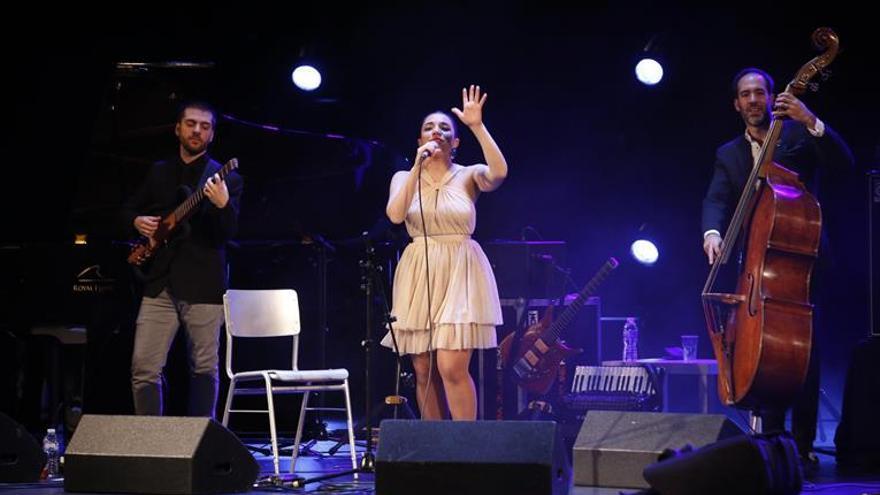 Banda Magda inunda de jazz el teatro Góngora