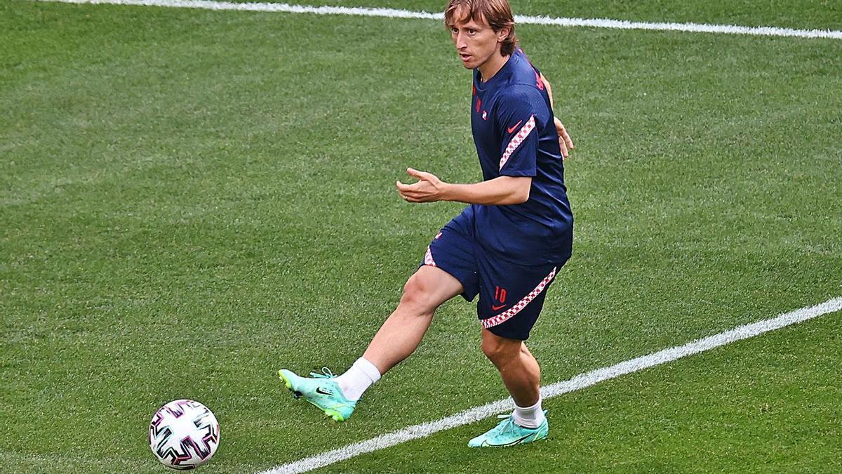 Modric, durante el entrenamiento de ayer.    // EFE