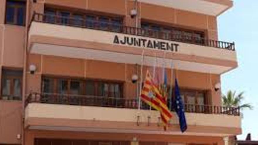 EU denuncia que 522.500 euros para empresas y autónomos de El Campello acabará en la tesorería municipal