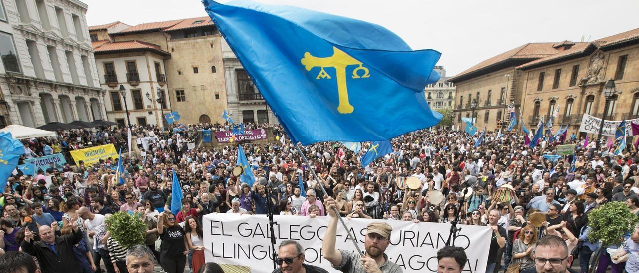 Manifestación en favor del asturiano.