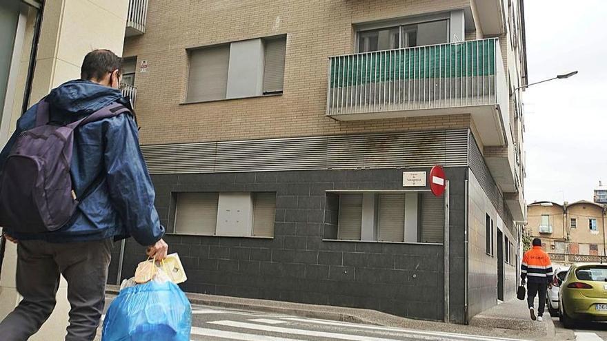 Uns ocupes punxen la llum a Sant Pau i deixen tres edificis sense