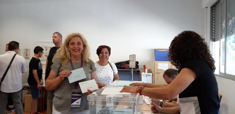 Remedios Ramos (Adelante Málaga), también ha votado en Huelin