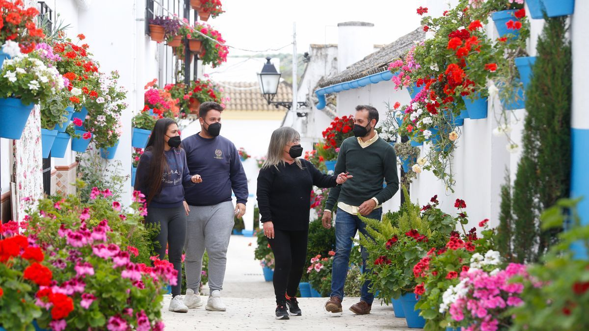 "Festival, ""Calles en Flor"", en Cañete de las Torres."