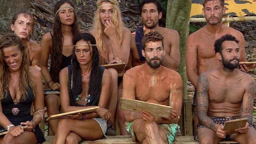 Cazan juntos a dos concursantes de Supervivientes 2021 tras abandonar la isla en actitud cariñosa