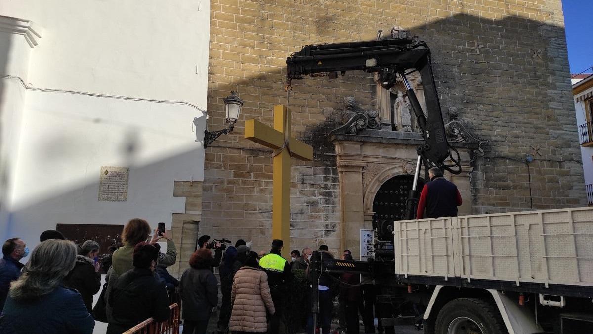 El PSOE de Aguilar pide a la alcaldesa que explique por qué la cruz acabó en el vertedero