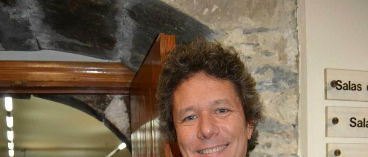 Manuel Guzmán, ayer, en la Casa de Cultura de Luarca.
