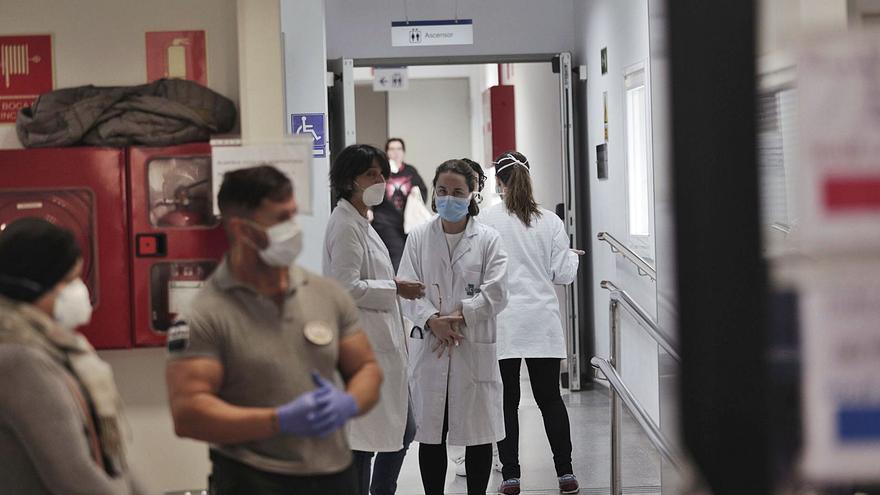Salud podrá suplir las carencias de Primaria con médicos y enfermeras de hospitales