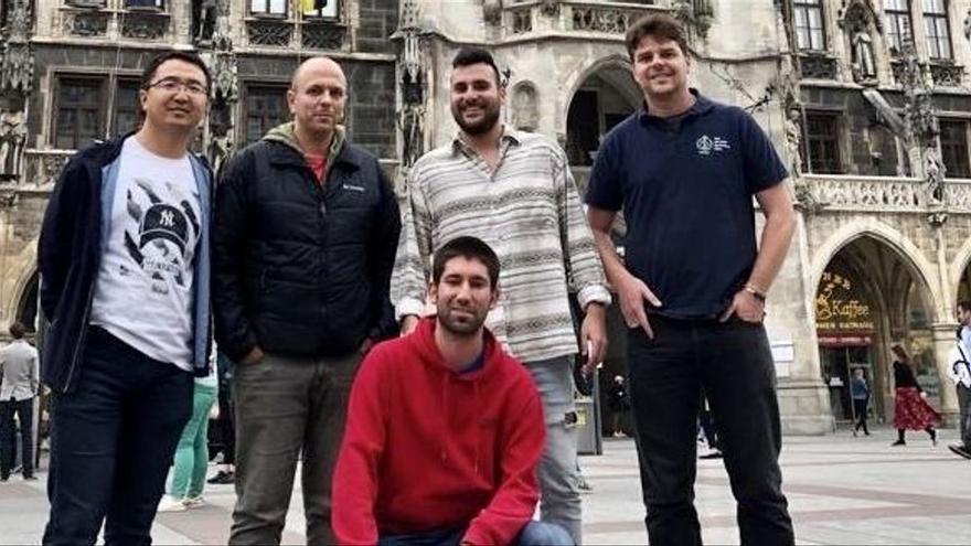 Avance asturiano en la física: logran guiar la nanoluz hacia direcciones hasta ahora prohibidas