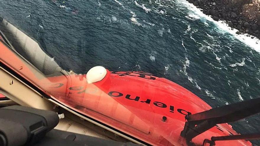 El helicóptero del GES durante los rastreos en la costa de La Palma | | E.D.