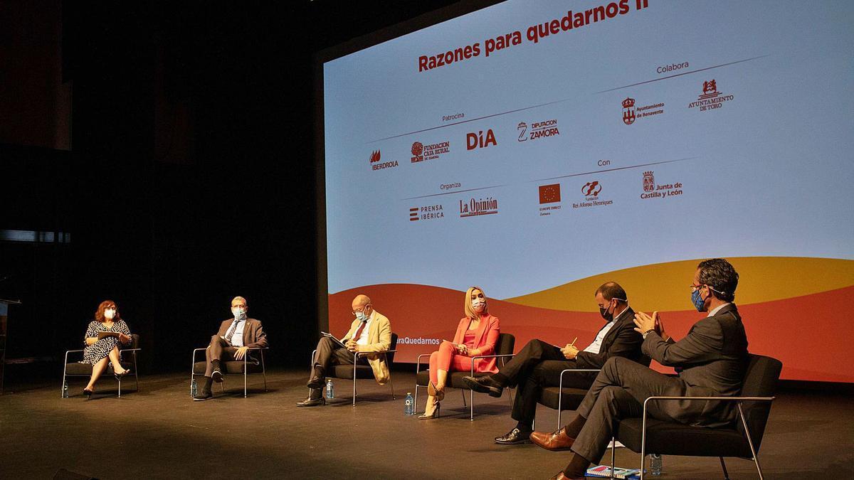 Los ponentes charlan durante la mesa redonda. | Emilio Fraile