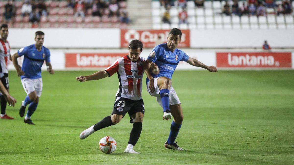 Un instante del partido entre el Zamora CF y la UD Logroñés.