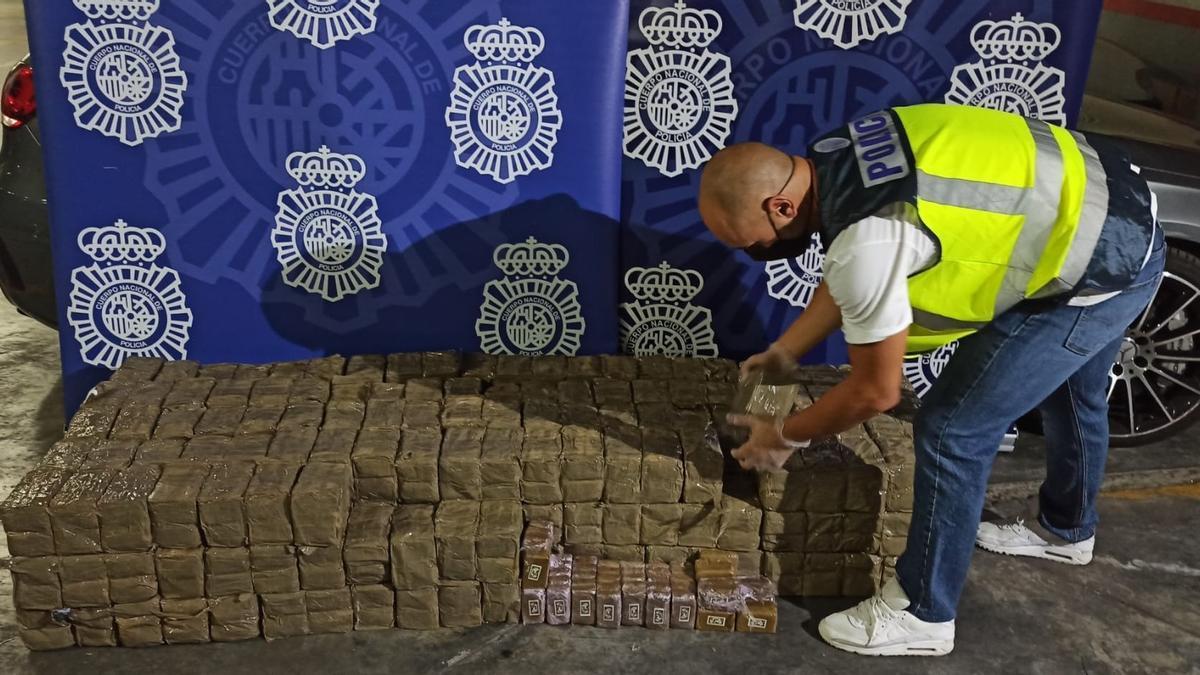 La Policía Nacional interviene en una vivienda de Benalmádena 302 kilogramos de hachís