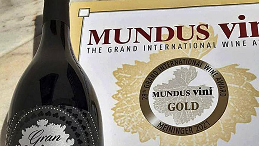 Medalla d'or per al vi Gran Clot dels Oms Merlot de Ca n'Estella, de Sant Esteve