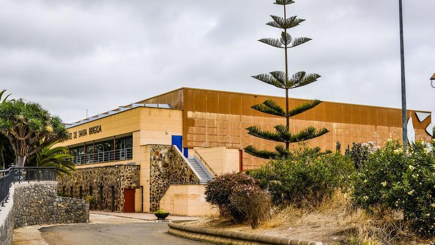 Santa Brígida renueva las canchas deportivas de cuatro barrios y de un colegio