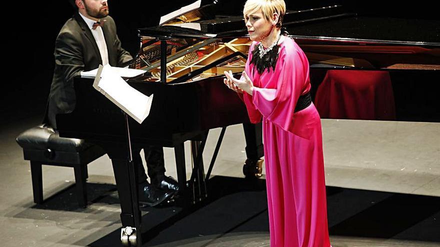 La soprano Beatriz Díaz deleita al Jovellanos con su primera actuación