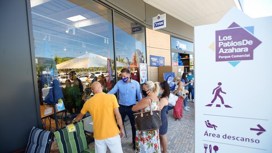 El parque comercial Los Patios de Azahara se estrena en Córdoba con lleno 'hasta la bandera'