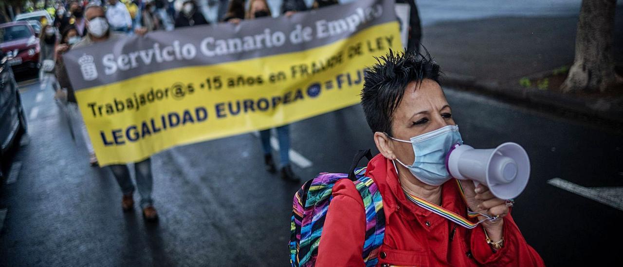 Protesta de empleados públicos interinos en Santa Cruz de Tenerife. | | ANDRÉS GUTIÉRREZ