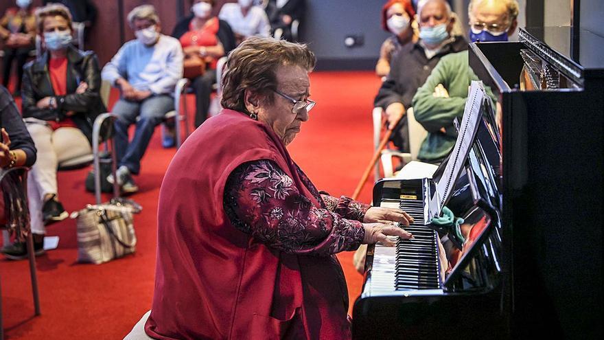 """Las manos de Purita de la Riva, """"leyenda viva del piano"""", echan de nuevo a volar"""