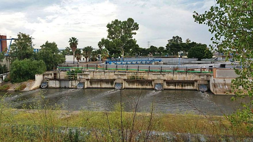 La depuradora de Pinedo rebosó aguas fecales 30 veces en el último año