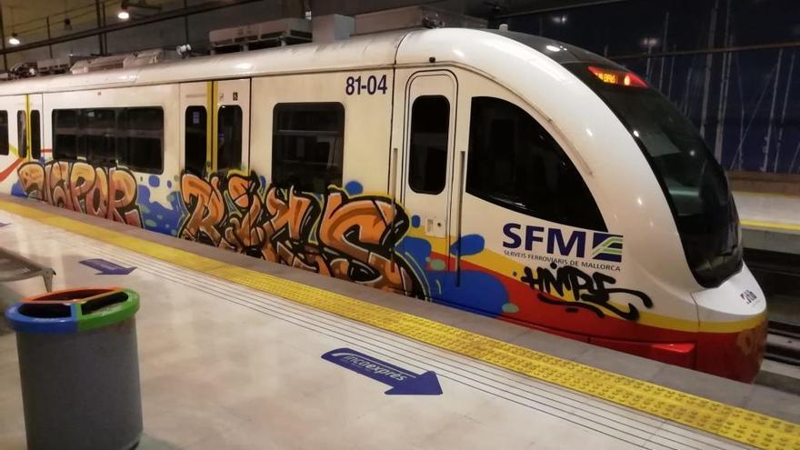 La limpieza de grafitis en los trenes cuesta 700.000 euros