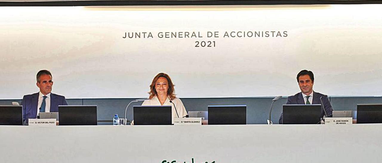 Víctor del Pozo, Marta Álvarez y José Ramón de Hoces