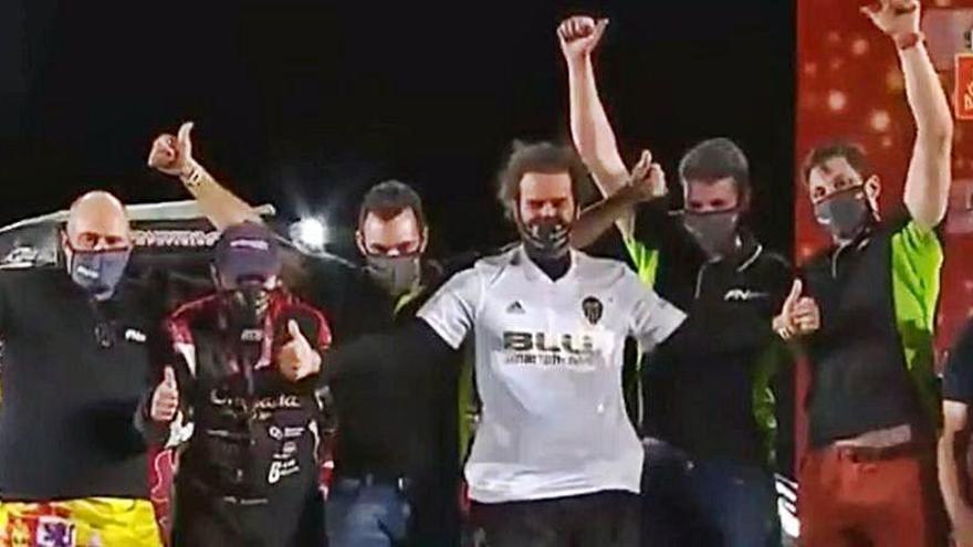 La camiseta del Valencia CF sube al podio final del Dakar