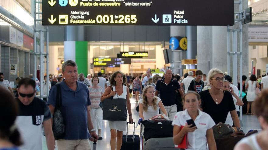 La implantación de una ecotasa en Málaga divide al sector turístico y a los partidos