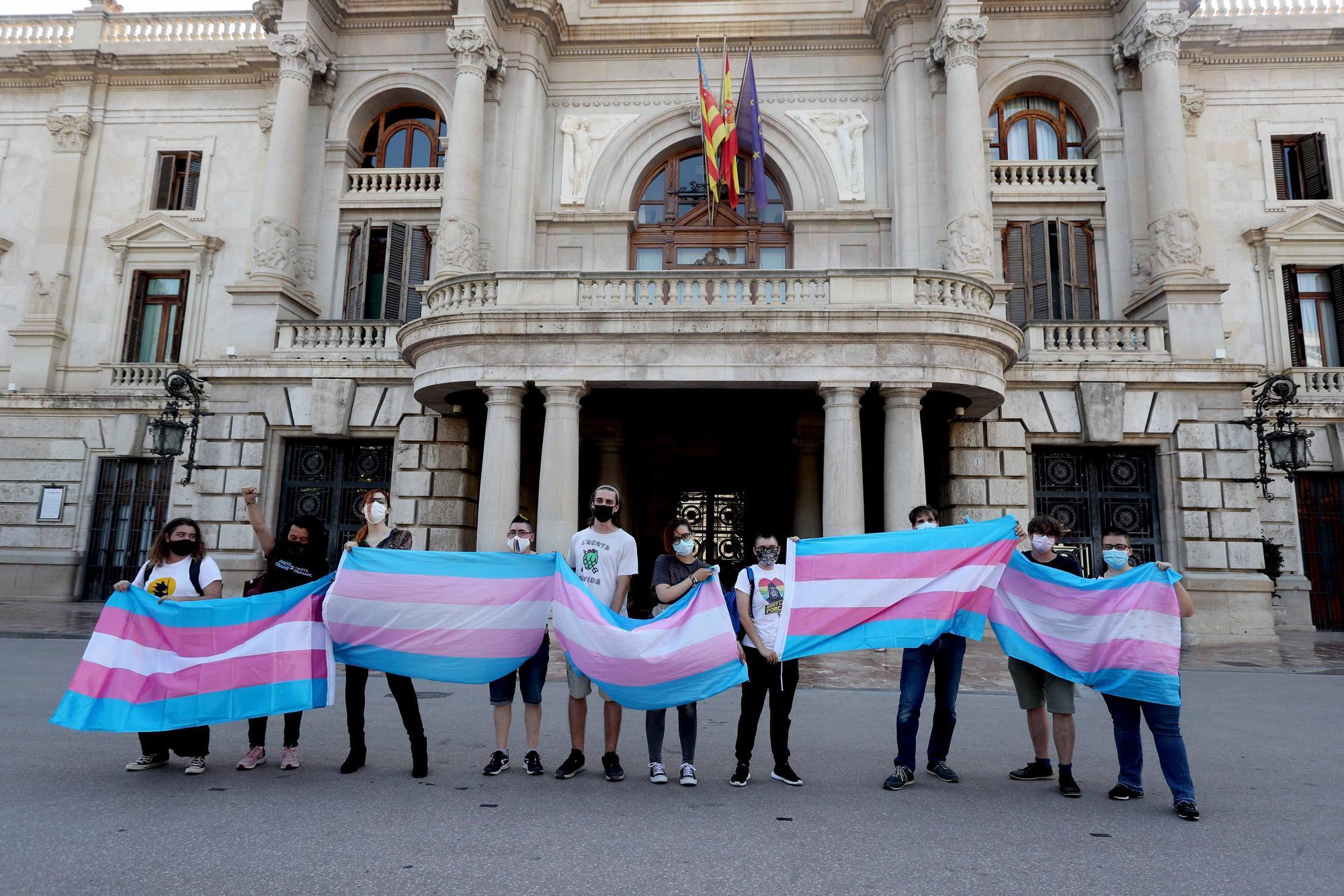Lamba denuncia en una performance las violencias cotidianas que sufren las personas trans
