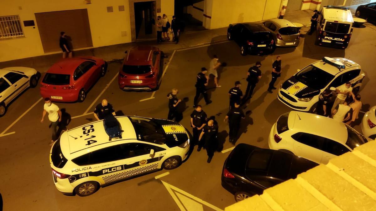 La presencia de la policía en la zona es continua, pero no suficiente según los residentes para evitar continuos altercados.