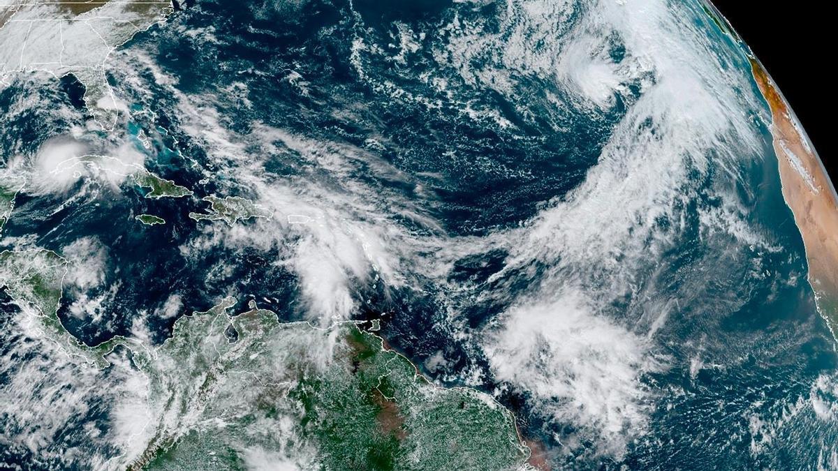La tormenta tropical Theta vista desde el satélite