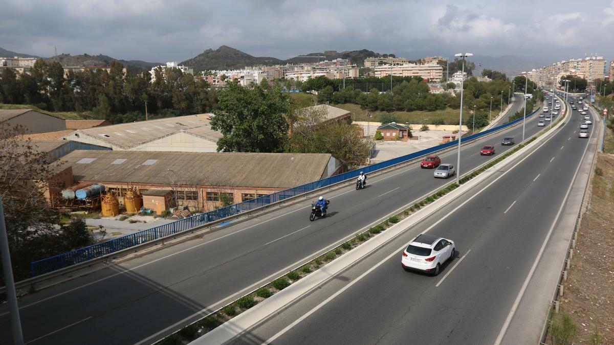 A la izquierda, la antigua fábrica de ladrillo y tejas, Salyt, que acogerá un centro comercial en el futuro.