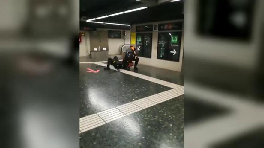 Suspendidos dos vigilantes del metro de Barcelona por pelearse