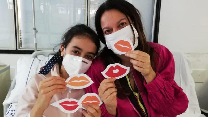 Besos y ritmo en el Día del Niño Hospitalizado