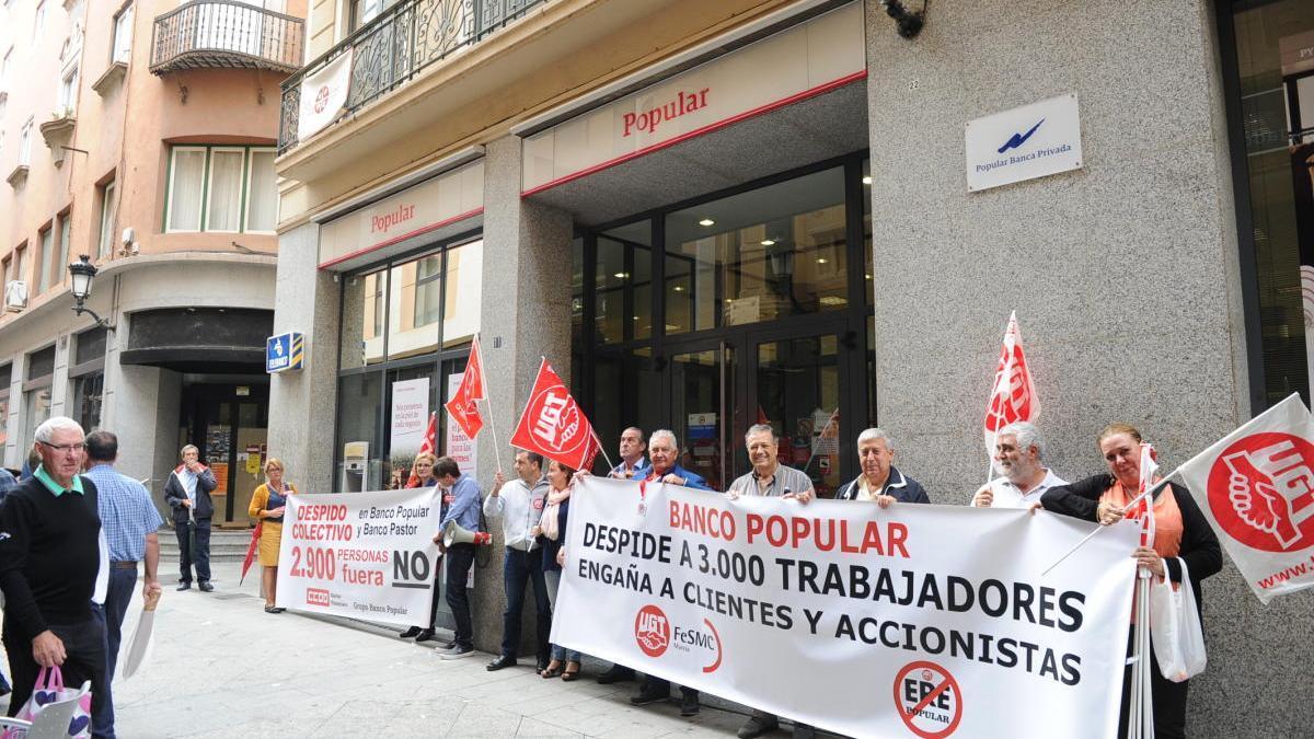 Protesta de los trabajadores despedidos tras la quieba del Popular