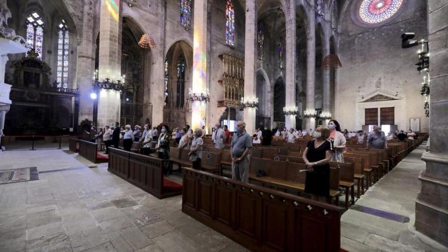 Mallorca da el último adiós a Tolo Güell en la Catedral