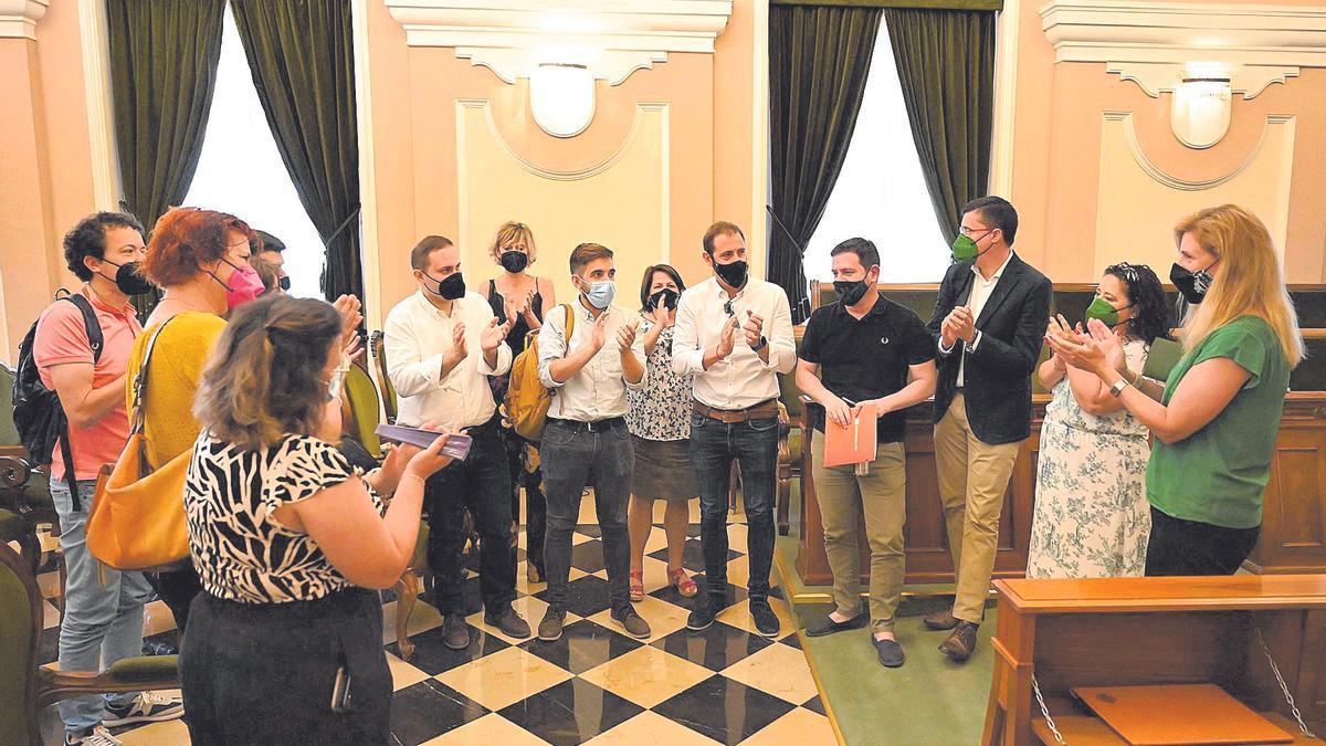 La alcaldesa y el resto del equipo de gobierno tras el pleno de aprobación del plan estructural de Castelló.