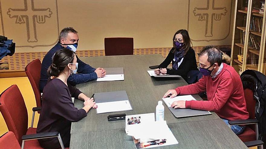 """El Gobierno acuerda con IU """"un trato más cercano"""" a los inquilinos de Vipasa"""